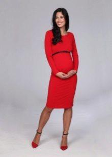 Червено рокля за майчинство