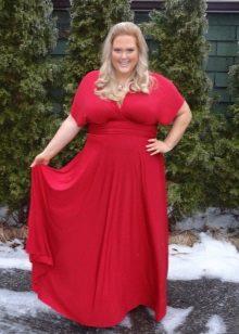 Rode jurk is een lange tot de vloer jurk voor zwaarlijvige vrouwen