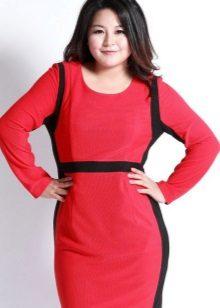 Rode jurk met zwarte inzetstukken voor vrouwen met overgewicht