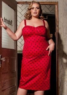Rode jurk voor vrouwen met obesitas