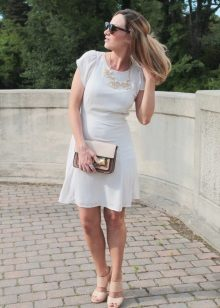 Beige sandals to the dress of milky color