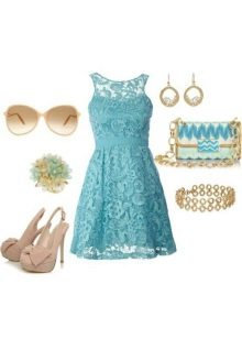 Gold and beige accessories to the cyan dress