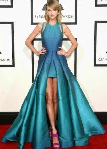 High-heeled sandals to navy blue dress