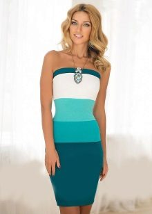 Combination of aqua with other colors in the dress
