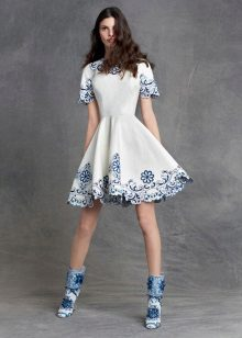 Dress with blue embroidery