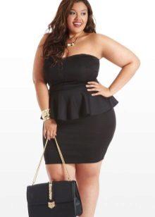 Sieraden en accessoires voor een zwarte jurk met koesteren voor vol