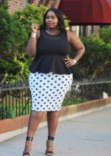 Gecombineerde zwart-witte schede jurk met een full-bodied basky voor vrouwen met brede schouders
