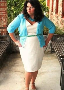 Witte full body-jurk met brede schouders