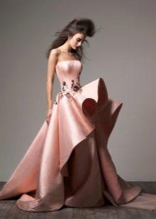 Peach-mekko, jossa on pehmeä hame