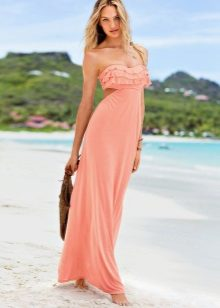 Persikka-mekko kesällä