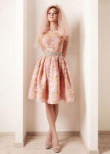 Pehmeä persikka-mekko