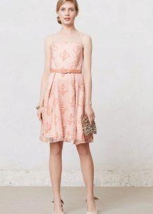 Pitsi vaalea persikka-mekko