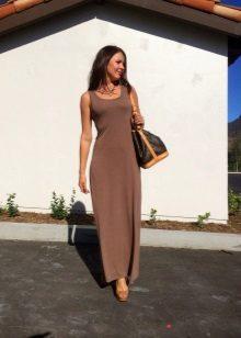 Bolsa e sapatos para o vestido de cor chocolate