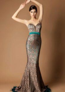 Vestido de chocolate com detalhes em turquesa