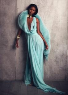 Gold jewelry to mint dress