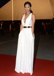 Witte lange jurk op de grond