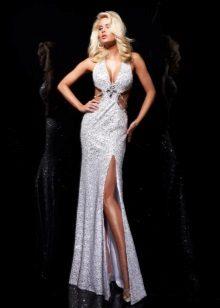 Avaa pitkä mekko