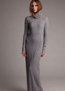 Gebreide lange jurk in de vloer