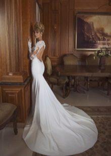 Pakaian perkahwinan putih dengan belakang terbuka
