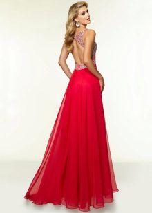 Gaun chiffon dengan belakang terbuka