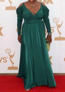 Accessoris i decoracions per a un llarg vestit de nit verd per complet