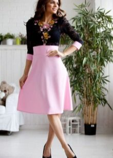 Roz rochie cu negru de sus