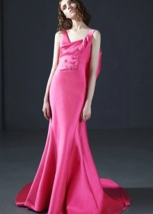 Rochie roz roz la podea