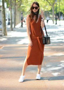 Terrakotta-vapaa-ajan mekko