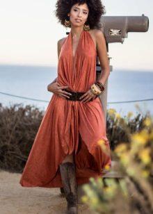 Terrakotta-mekko bohemian tyyliin