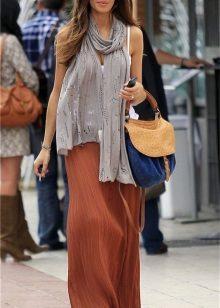 Terrakotta-mekko yhdessä eri värien lisävarusteiden kanssa