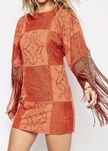 Kohokuvioitu terrakotta-mekko