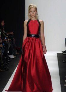Vestido cor de cereja com detalhes em preto