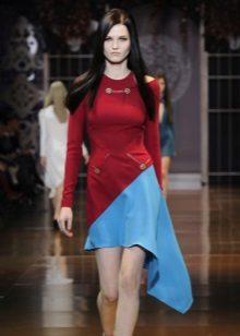 vestido de cereja com inserção azul