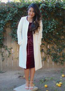 Vestido de cereja com jaleco branco