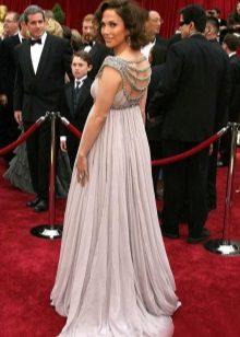 Lange jurk in een vloer voor zwangere vrouwen