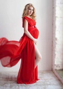Rode lange zwangerschapsjurk