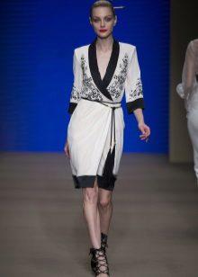 Fehér és fekete illatú ruha