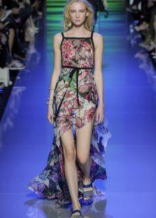 Klänning med asymmetrisk kjol