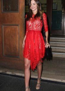 Punainen mekko naisten värityypille Summer
