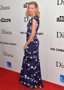 Sininen mekko, jossa on pieni painos naisille, tyyppi Summer