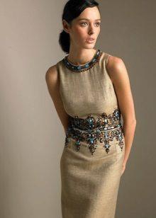 Pellava beige mekko, jossa on kirjonta