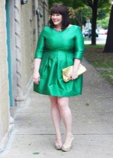 Vestit verd de tres quarts de longitud amb mànigues de longitud completa