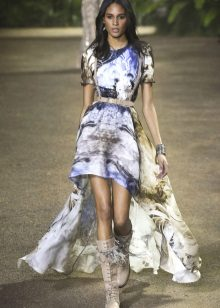 Elie Saab lente-zomer 2016 korte jurk met lange achterkant