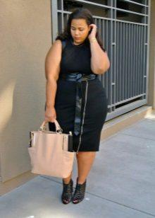 Bossa gran beix per a un vestit d'oficina negre complet