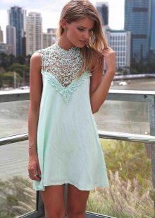 שמלה כחולה עם קו תחרה