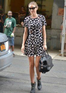 Zwarte A-lijn jurk met kamille print