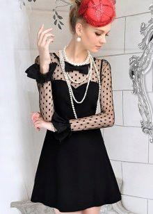 שמלה שחורה עם פנינים