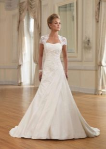 A-line wedding dress with laces