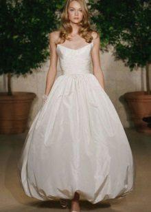 Balão de vestido de noiva com saia de tulipa