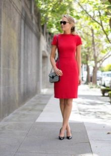 Red dress with short sleeves